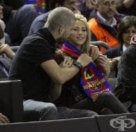 Шакира и Жерар Пике подкрепиха баскетболния отбор на Барселона с целувки