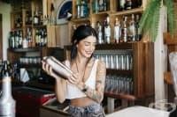 Истински истории: Захвърлих кариерата си, за да стана барманка, и съм по-щастлива от всякога