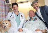 Мъж със счупен врат бил спасен от измръзване от кучето си