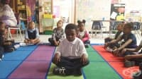 Училище в Балтимор заменя наказанията с медитация и йога