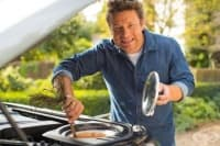 Кухня на колела: Мултифункционалното убежище, в което Джейми Оливър създава кулинарните си шедьоври