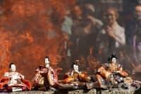 Погребенията на кукли в Япония – последно сбогом и изгаряне