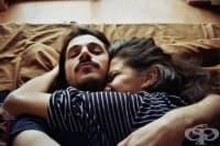 Позата, в която спите с партньора си, говори много за вашата връзка