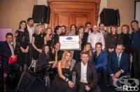 """Фармацевтичната компания """"АстраЗенека - България"""" събра 32 800 лева на свой благотворителен търг в подкрепа на превенцията срещу рака на гърдата"""