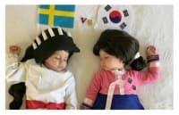 Световно първенство 2018: Майка облича близнаци в костюми, които представят противниковите отбори за всеки мач
