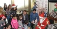 "Пациентите на Детска хирургия на УМБАЛ ""Свети Георги"" получиха подаръци и лакомства за Коледа"