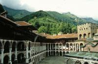 Рилският манастир спешно с търси лекар