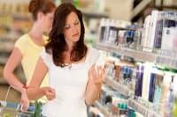 Великобритания забрани микрогранулите в козметиката
