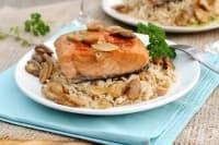 Сьомга Марсала с гъби и кафяв ориз