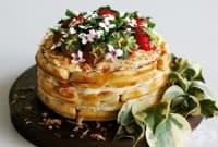 Торта с гофрети, кокосов крем и ягоди