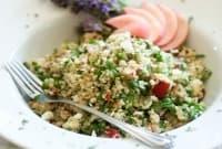 Лавандулова салата с праскови и киноа