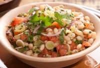 Бобена салата с праз, червен лук и домати