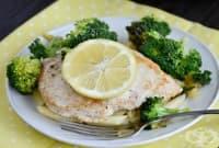Пиле с броколи, макарони и лимони на фурна