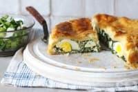 Пролетен пай със спанак, яйца и бутер тесто