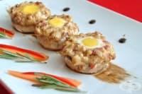 Пълнени гъби с колбас, топено сирене и пъдпъдъчи яйца