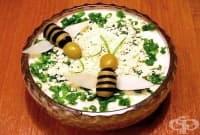 Млечна салата с картофи, сирене и яйца