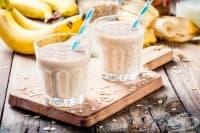 Бананов коктейл с коняк и сладолед