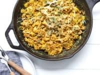 Бъркани яйца със зеленчуци и куркума