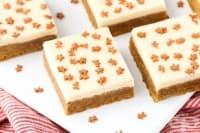 Джинджифилов сладкиш с млечно-карамелен крем