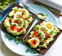 Ръжени сандвичи с авокадо и яйца