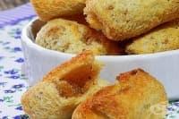 Хрупкави сладки хлебни рулца с масло и канела