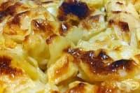 Печени картофи с ябълки в сметана