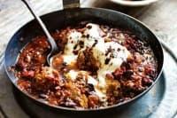Пикатни кюфтета с черен боб и доматен сос