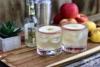 Ябълков коктейл с джин, джинджифилова бира и сок