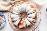 Малинов кекс със захарна глазура
