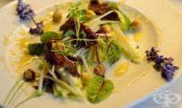 Медена салата с орехи и моркови