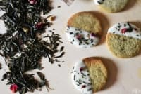 Маслени бисквити със зелен чай и бял шоколад