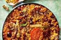 Запечен ориз с наденици и бекон