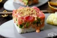 Ориз с риба тон и авокадо (американско суши)