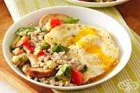 Солена овесена каша с пържени яйца