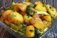 Печени картофи с броколи и соев сос