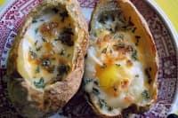 Печени яйца в картофени купички