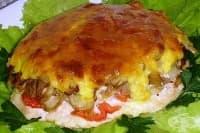 Печено месо с гъби и яйчена заливка с топено сирене