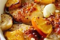 Пиле с лук, портокал и мед