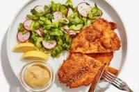 Хрупкаво пилешко със салата от целина