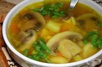 Пилешка супа с гъби, грах и горчица