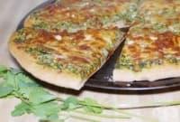 Кашкавалена пица с песто от кориандър