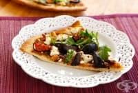 Хрупкава пица със смокини, рукола, маслини и сирене