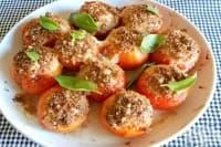 Пълнени домати с шунка, яйце и хлебно-кашкавалено покритие