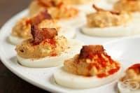 Пълнени яйца с бекон, майонеза и горчица