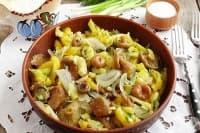 Пържени картофи с осолени гъби, чесън, копър и лук