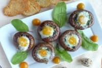 Пълнени печурки със спанак, крема сирене и пъдпъдъчи яйца