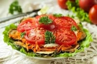 Салата от запържени тиквички с домати, моркови и сметана