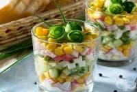 Свежа салата в чашка