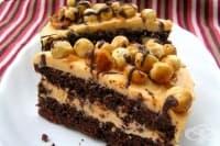 Шоколадова торта с лешници и карамелен крем