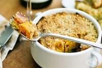 Печена тиква с картофи, шунка и млечно-яйчена заливка със сирене Чедър